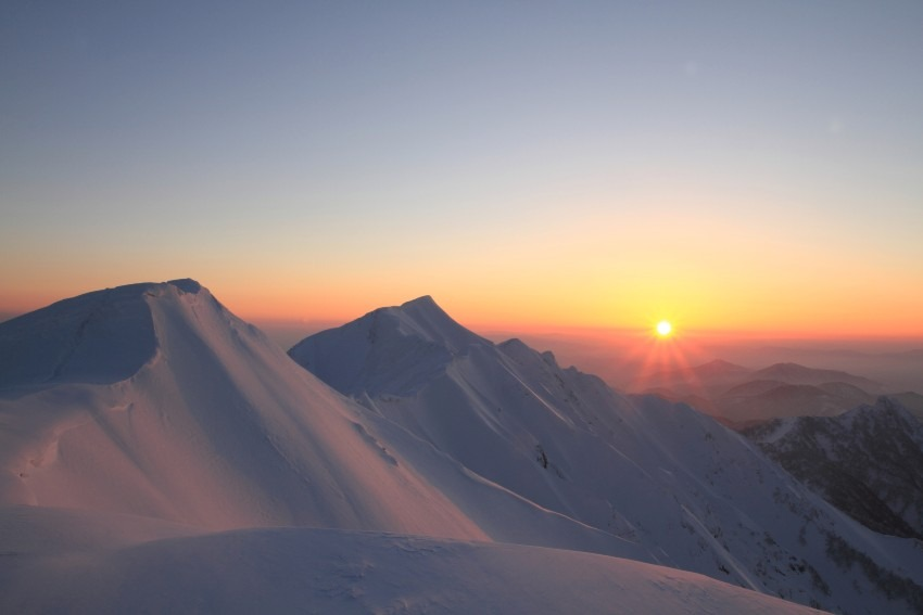 山頂で迎える夜明け