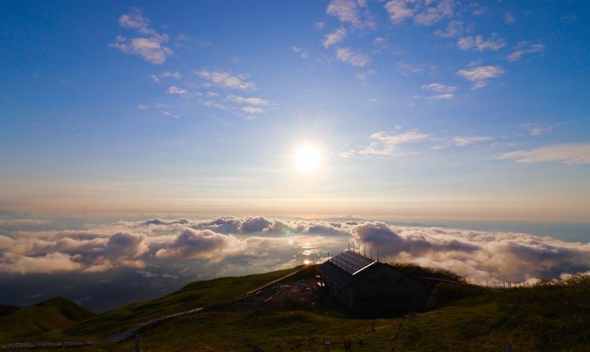 雲海と夕陽